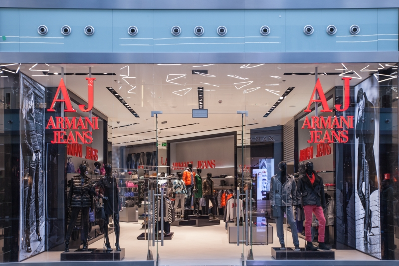 22ab139842a73 Armani Jeans to marka należąca do prestiżowego domu mody rozpoznawalnego na  całym świecie. Prezentowane przez nich produkty cechuje oryginalne  wzornictwo i ...